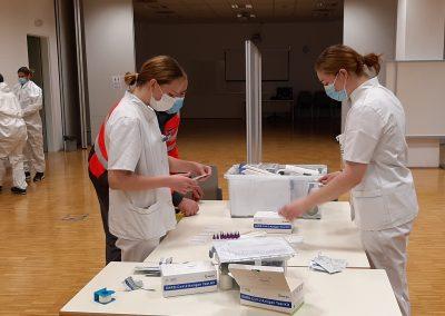 Pomoč dijakinj zdravstvene šole pri izvajanju hitrih testov COVID-19